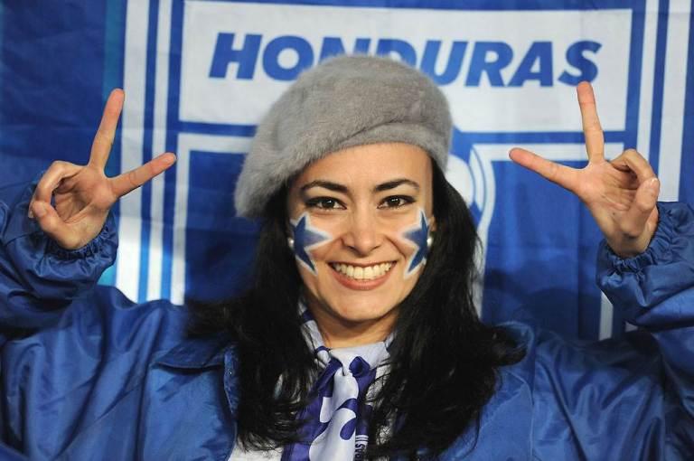 100621_HondurasFans1_h.ss_full
