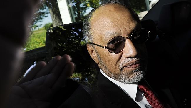 Lækkede dokumenter signalerer at Platini og Beckenbauer er involveret i Qatar lokumsaftale; storsponsor Sony kræver uvildigundersøgelse