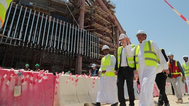 Den nye FIFA præsident besøgerQatar