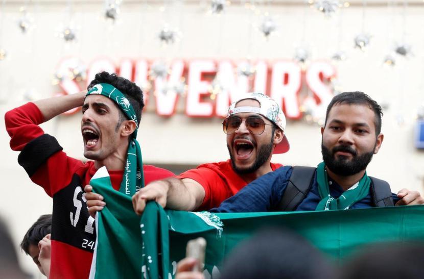 Fans fra Saudi Arabien ankommer tilMoskva